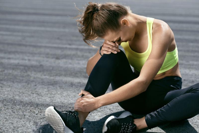 ból stopy - objawy ostrogi piętowej